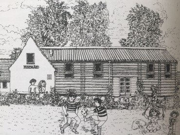 Den gamle lade, nu beboerhus, og gavlen af den ombyggede østfløj (tegning af Else Agger)