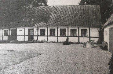 Moesgård i byen, det gamle stuehus fotograferet o. 1980.