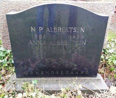 Anna og Niels Peter Albrechtsens gravsten