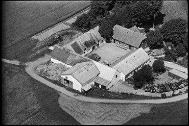 Luftfoto af gården 1936-38 – længe før branden i 1949.