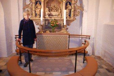 Antependium i Stoense kirke og kunstner Anette Bendixen