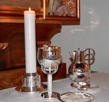 Billede af altersølvet i Nr. Bjert Kirke