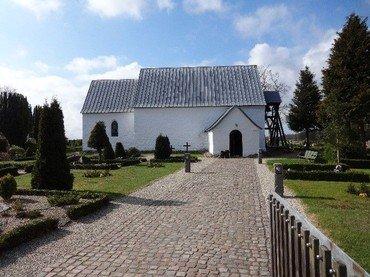Vrads kirkegård er en lille kirkegård med ca. 200 aktive gravpladser.