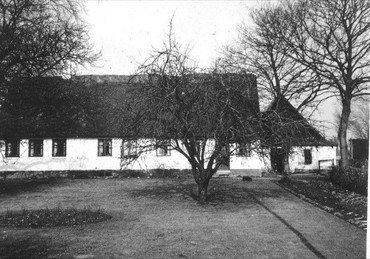 """Mosegård på hovedlodden på """"Vindinge Mark"""" ved sognegrænsen mod øst, bygget o. 1870."""