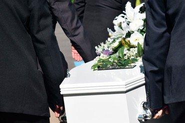 Begravelse, en kiste