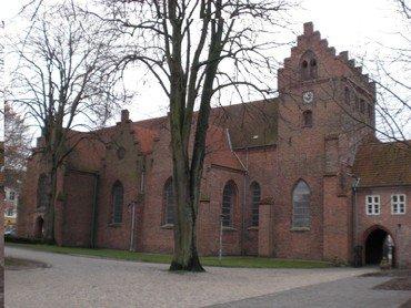 Et billede af nordsiden af Sankt Hans Kirke