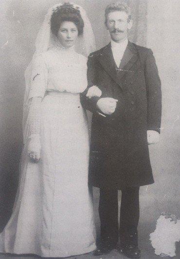 Anna og Niels Peter Albrechtsen på bryllupsdagen 29.10.1912.