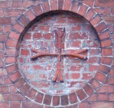Et billede af indmuret johannitter kors