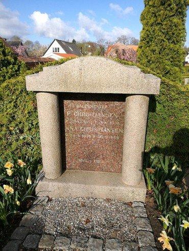 Anna og Peter Christiansens gravsten