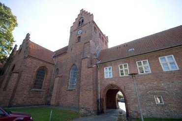 Et billede af kirkens tårn