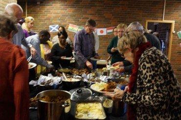 Mange havde en skøn aften til Middag på Tværs fredag d. 8 april