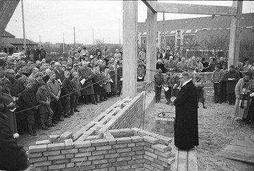 Nedlæggelse af grundsten ved Munkebjerg kirkes byggeri 27. april 1960