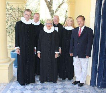 Niels Grymer (til venstre), sammen med Mogens Bering Rasmussen, Marianna Mørch, Tony Ingham, Pia Sundbøll og kirkekomiteens formand Jesper Bitsch