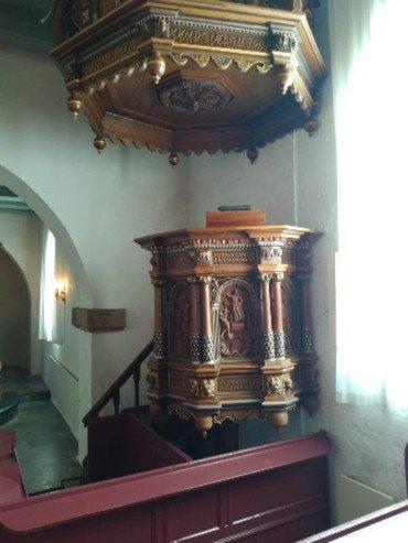 Prædikestol og lydhimmel i Hammershøj Kirke