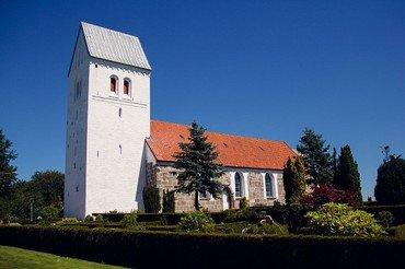 Nørre Tranders Kirke set fra udefra