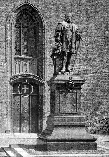 Denkmal Joachim II. vor der Spandauer St.-Nikolai-Kirche