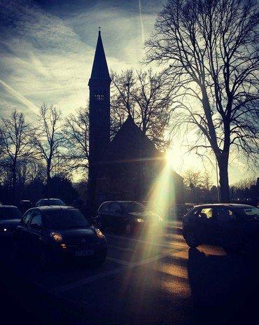 Kirken med aftensol