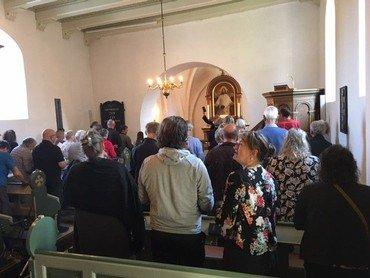 Det var fantastisk dejligt at mødes til morgensang i Stjær kirke lørdag d. 4.9. Sangen løftede alle og var en skøn start på Landsbyfestivallen i Storring-Stjær.