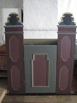 Herskabsstolene er fra samme periode som altertavlen.