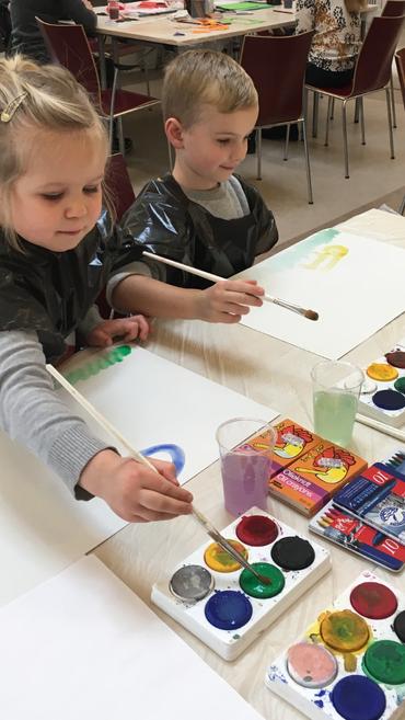 Krea-dag. Børn der maler.