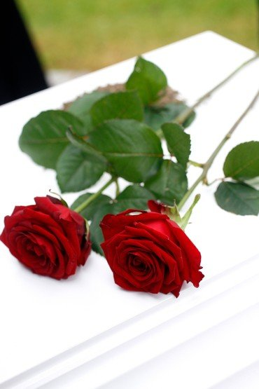 roser på kiste