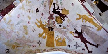 Vesthvælvet nord: Jordelivets vilkår eller en troldkvinde: djævle på spil overalt, i midten forsøger en kone at kærne smør, men forstyrres på det groveste, til højre river to djævle hovedet af en kvinde (måske samme kvinde efter kærningen?), til venstre (desværre utydeligt) rider en kone en djævel baglæns og riser ham bagi.