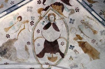 Dommedagsbilledet af Kristus i mandorla har Brarupmesteren også benyttet i Hyllested, så der er ikke tvivl om, at ca. sådan har det også set ud i det forsvundne Gjerrild-kalkmaleri. Krisstus sidder på jordkloden, med det straffende retfærdighedens sværd til højre og det den tilgivende nådens lilje til venstre.