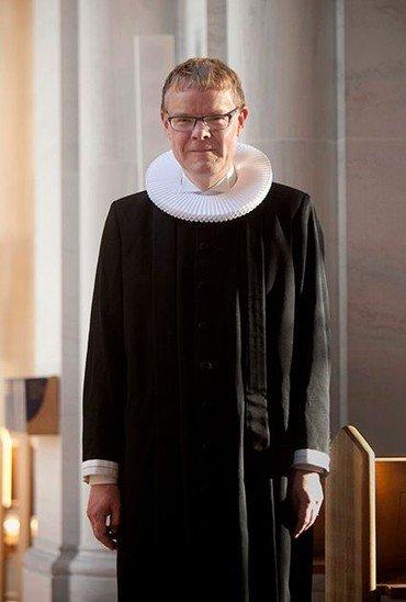 Plejehjemspræst Birger Bavnhøj i præstekjole
