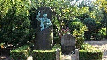 Besøg vore to smukke kirkegårde