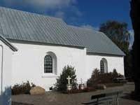 De ældste dele af Them Kirke - kor og skib