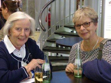 Helga Meyer und Katrin Weber vom Vorstand des Kreisverbands Lennep der Evangelischen Frauenhilfe