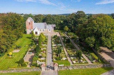 Billede af Hellum Kirke og Kirkegård