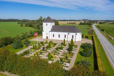 Billede af Mylund Kirke og kirkegård