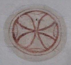 I triumfbuen ses to indvielseskors, som formentlig er blevet kalkmalet i anledning af biskoppens eller ærkebiskoppens indvielse af kirken