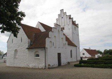 Lundby kirke set fra øst.