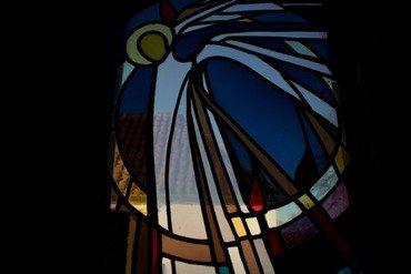 Glasmosaikken i våbenhuset