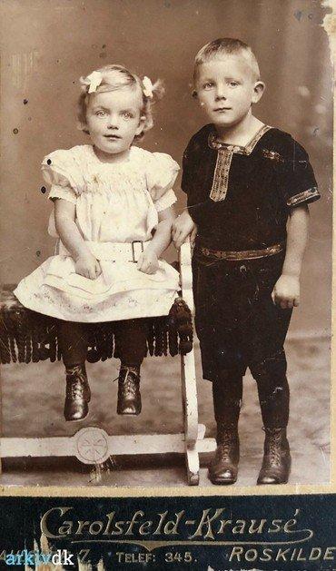 1911-12 - Rigmor (f. 23.6. 1909) og Helge (f. 14.10. 1907, d. 20.4. 1920).