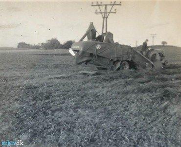 1950-70: Den traktordrevne mejetærsker.
