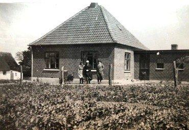Bungalowen (Tingvej 31), som Sofus byggede, og Alvilda boede i fra 1932, i dag ombygget til ukendelighed.