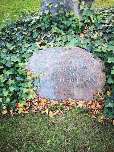 Emil og Kirstine Frederiksens gravsten