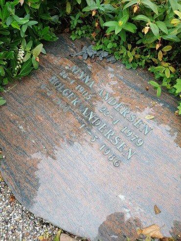 Nina og Holger Andersen gravsten.