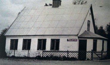 Centralen o. 1946 med skiltet på muren.