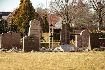 Et af bedene i mindekirkegården på Vindinge kirkegård