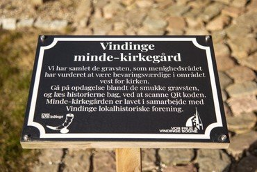 Info tavle om mindekirkegården i Vindinge