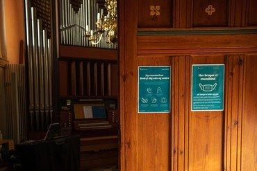 Coronaskilte i Vor Frue kirke