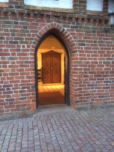 Indgang til Svogerslev Kirke