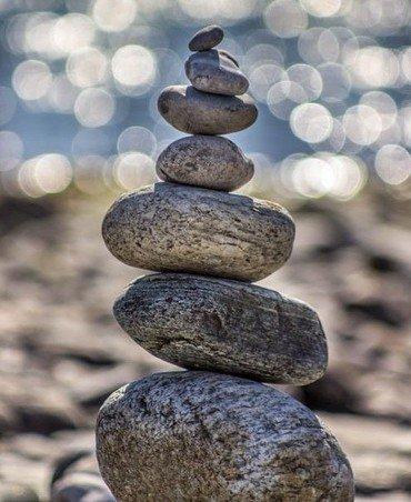 Billede af sten stablet ovenpå hinanden