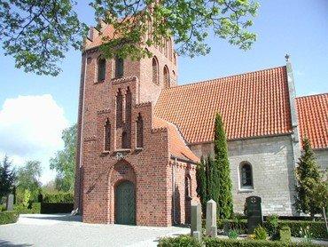 Ishøj Kirke set udefra i dagslys