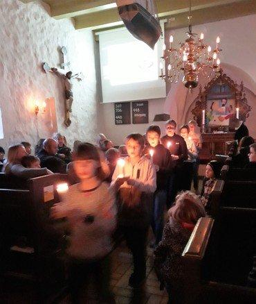 Kirkekoret går med lys