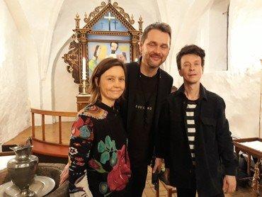 Janne Mark med to musikere
